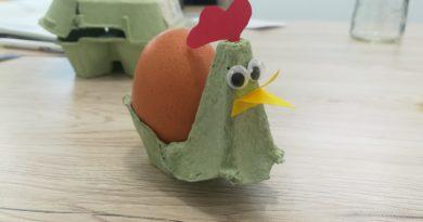 Activité de Pâques : poule en boîte à œufs