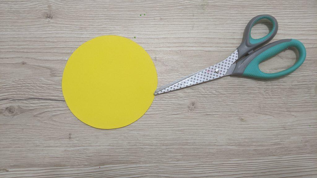 decouper un rond jaune