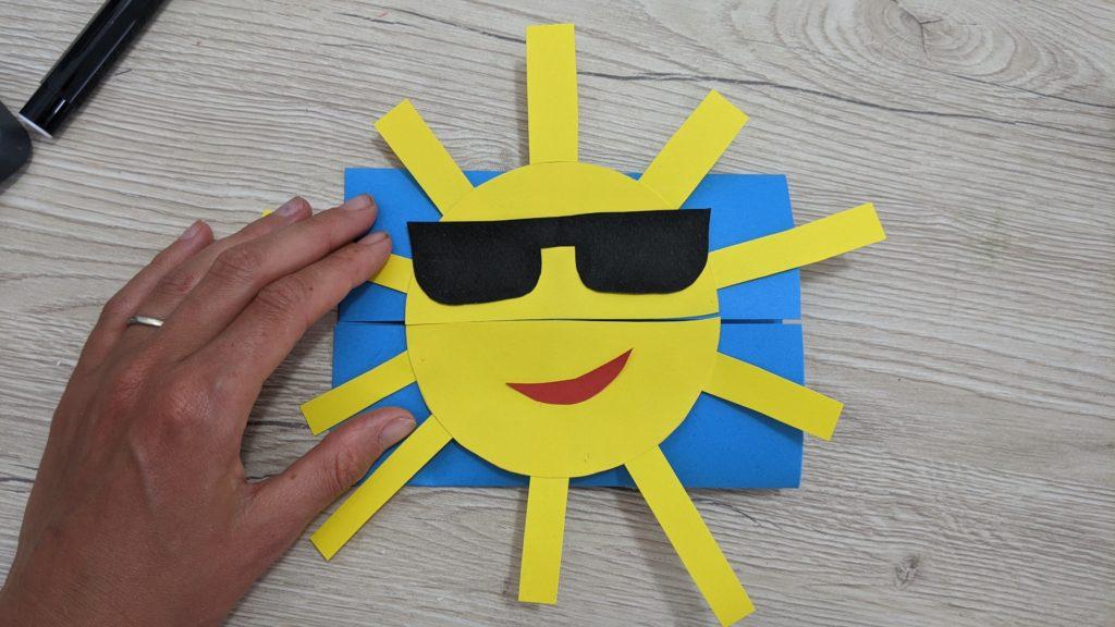 activité d'été carte soleil : collage du soleil